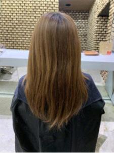 パサパサの黄み髪の女性